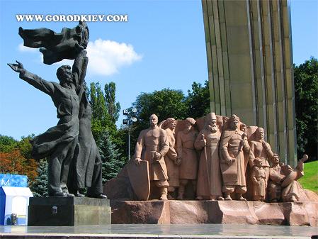 Монумент Воссоединение Украины с Россией