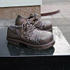 Памятник ботинкам 92 размера