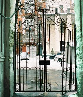 калитка проходного двора усадьбы