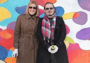 Фагот и Яна Клочкова возле  мурала