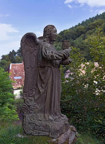 Ангел с чашей (скульптура 18в.)