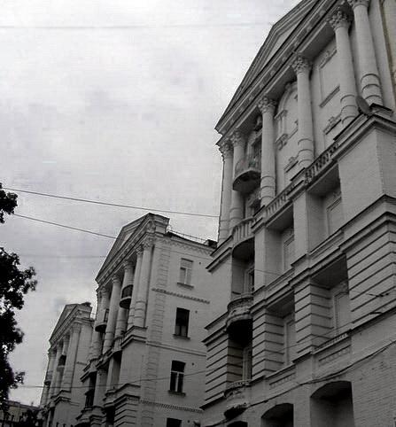 Дом-дворец, вид со двора